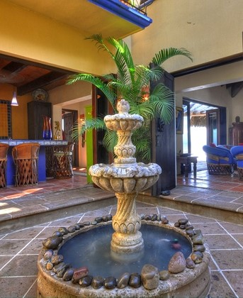 Yard d cor the beauty of a mexican water fountain for Mexican style outdoor fountains